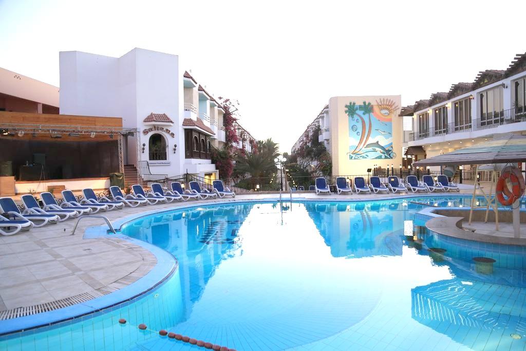 http://data.solvex.sk/Hotel/3587/47767.jpeg